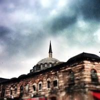 Das Foto wurde bei Rüstem Paşa Camii von baran f. am 1/26/2013 aufgenommen