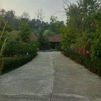 Photo taken at บ้านผาสวรรค์ รีสอร์ท (อุทยานไม้หอม อุทยานผลไม้) by Artem S. on 2/24/2016