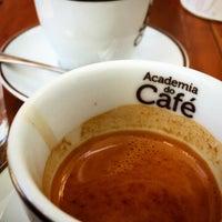Foto tirada no(a) Academia do Café por K.J. Y. em 2/4/2016