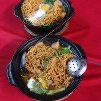 Photo taken at Restaurant Chong Fue Bak Kut Teh by Thomas L. on 1/3/2014