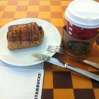 1/14/2013 tarihinde Ayseliziyaretçi tarafından Starbucks'de çekilen fotoğraf