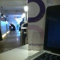 Foto tirada no(a) Antarados Café por Daniel G. em 12/18/2013