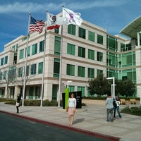 Photo taken at Apple Inc. by Evelyn on 3/23/2013