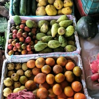 Photo taken at Frutas Y Verduras Martin by Cruz G. on 11/15/2016