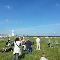 Foto tirada no(a) Tempelhofer Feld por Patrick M. em 9/14/2013