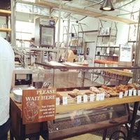 Foto tirada no(a) Intelligentsia Coffee & Tea por Ron T. em 7/19/2013