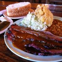 Foto tomada en Salt Lick Bar-B-Que por Richard Z. el 12/14/2012