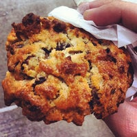 Photo prise au Levain Bakery par Sam G. le9/30/2012