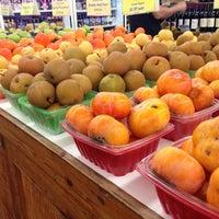 Foto scattata a Ikeda's California Country Market da Tim O. il 11/25/2012