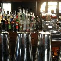 3/22/2013 tarihinde Tim O.ziyaretçi tarafından Weegee's Lounge'de çekilen fotoğraf