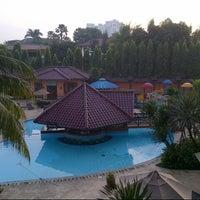 Photo taken at Swimming Pool Kristal Hotel by Fazar B. on 3/27/2013