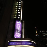 Photo prise au Broadway Theatre par Cari le12/28/2012