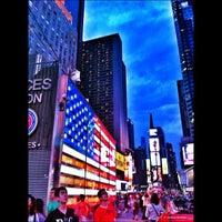 Das Foto wurde bei W New York - Times Square von 👉 jHosH 👈 am 6/30/2013 aufgenommen