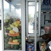 Photo taken at Rujak Es Krim - Lotis (Pasar Bantengan) by bRoto Joyo L. on 10/3/2014