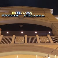 Photo taken at BRAVO! Cucina Italiana by Curt R. on 9/27/2014
