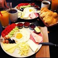 5/5/2013 tarihinde BURCU B.ziyaretçi tarafından Pişi Breakfast & Burger'de çekilen fotoğraf