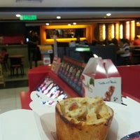 Photo taken at Cone Pizza by elie l. on 11/22/2014