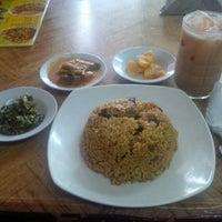 Photo taken at Rumah Makan Aceh Seulawah by Indra K. on 3/18/2016