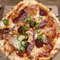 Foto scattata a Pizza Manufaktura da Sezel il 4/12/2018