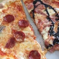 3/29/2018 tarihinde Jochele D.ziyaretçi tarafından La Pimpa Pizzeria'de çekilen fotoğraf