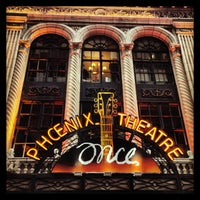 Foto tirada no(a) Phoenix Theatre por Heather C. em 4/13/2013