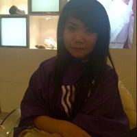 Photo taken at Chandra Gupta Salon & Hair Beauty by Sylvia S. on 5/18/2013