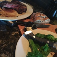 Photo taken at LongHorn Steakhouse by Cesar S. on 4/12/2015