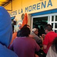 Foto tomada en Tacos La Morena por Cesar S. el 9/14/2013