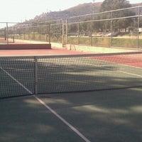 Foto tomada en Canchas De Tenis Riberas Del Atoyac por Eugenio L. el 10/10/2012