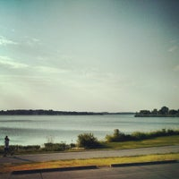 Foto tirada no(a) White Rock Lake Bike & Hiking Trail por Anton S. em 7/4/2013