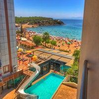 Photo taken at Orion Beach Hotel by Ali Çağdaş D. on 9/3/2017