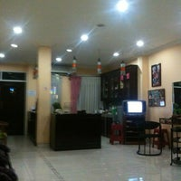 Photo taken at Inan Salon Hair Beauty & Spa by Dita Y. on 9/27/2012