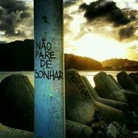 Foto tirada no(a) Molhe da Atalaia por João J. em 11/16/2012