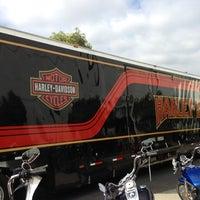 Das Foto wurde bei Orange County Harley-Davidson von Rob V. am 10/9/2012 aufgenommen