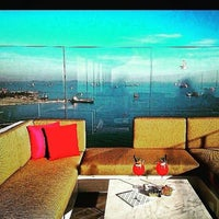 8/24/2015 tarihinde Alper E.ziyaretçi tarafından VUE Lounge & Bar'de çekilen fotoğraf