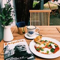 Снимок сделан в Кафе О Ле / Cafe Au Lait пользователем Victoria S. 7/17/2018