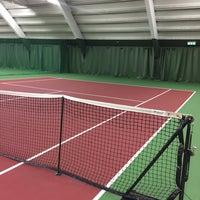 Photo taken at Kronprinsens Tennishall & Tenniscenter by Anna O. on 11/9/2016