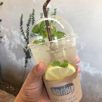 รูปภาพถ่ายที่ La Mer Coffee โดย Ball A. เมื่อ 6/1/2017