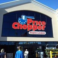 Foto tirada no(a) Price Chopper por Matt L. em 9/16/2012