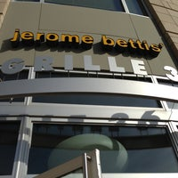 Photo taken at Jerome Bettis' Grille 36 by Martha H. on 3/30/2013
