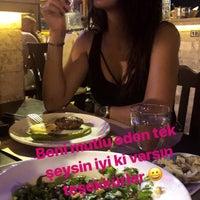 Das Foto wurde bei Yiğit Kasap Et & Mangal von Esra K. am 8/4/2018 aufgenommen
