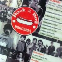 Foto tirada no(a) Rock & Dog Dogueria por Mariana R. em 8/11/2013
