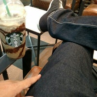 Foto tirada no(a) Starbucks por Cleiton G. em 5/11/2015
