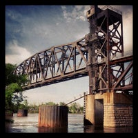 Foto tomada en Clinton Presidential Park Bridge por Rich D. el 4/21/2013