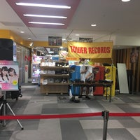Photo taken at TOWER RECORDS 静岡店 by Hiroshi ∞. on 8/20/2017
