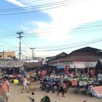 Photo taken at กาดแลง+กาดนัดป่าข่อยใต้ by DJ John on 10/2/2014