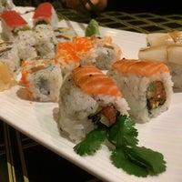 Photo prise au Akashi Japanese Grill & Sushi Bar par David M. le10/18/2014