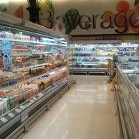 Foto scattata a Gourmet Market da Meaw S. il 12/31/2012