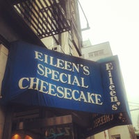 รูปภาพถ่ายที่ Eileen's Special Cheesecake โดย Redha J. เมื่อ 10/3/2012