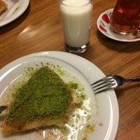 9/15/2018 tarihinde Bekir T.ziyaretçi tarafından Meclis Künefe & Cafe'de çekilen fotoğraf